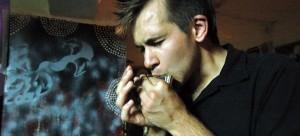 Vincent suona l'armonica alla Tomatera