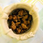 preparazione tortino con salsiccia